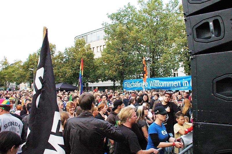 """Gegenkundgebung 28.9.2016 auf dem Altmarkt in Oberhausen gegen den Aufmarsch der """"Bürger gegen Politikwahnsinn"""". Nazi-Aufmärsche Foto: ACW"""