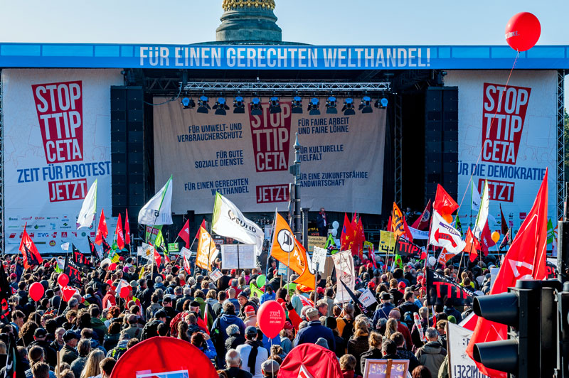 Demo gegen TTIP / CETA am15.10.2015 in Berlin. Foto: Foodwatch, de.Wikipedia.org
