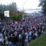 """Neuformierung der Demo am Hafen nach der brutalen Zerschlagung der """"Welcome to hell"""" Demo"""