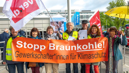 Aktion zur Hauptversammlung von RWE, 26. April, Essen. Foto: © Herbert Sauerwein.