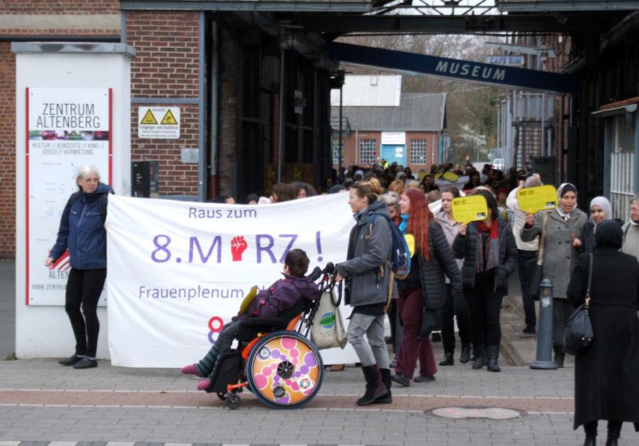 Spontane Aktion der Teilnehmer*innen vom Internationalen Frauenfrühstück in Altenberg, Oberhausen, 8. März 2019. Foto: R. Hoffmann.