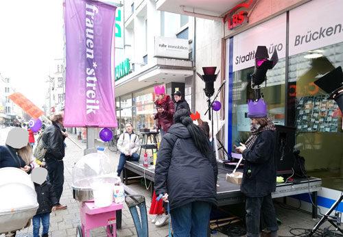 Die Streikaktion der Theaterfrauen in Oberhausen auf der Marktstrasse, am 8. März 2019. Foto: Avanti O.