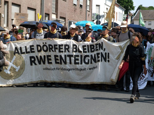 """Ende Gelände """"Goldener Finger"""", Garzweiler, 22. Juni 2019. Foto: R. Hoffmann."""