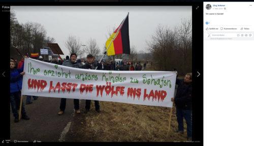 """Jörg Volkmer und Sven Tomczak hinter einem eindeutigen Transparent bei einer """"Demonstration"""" des Rechten """"Kandel Bündnis"""". Screenshot Facebook Account Jörg Volkmer."""